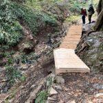 崖地に階段をつくる
